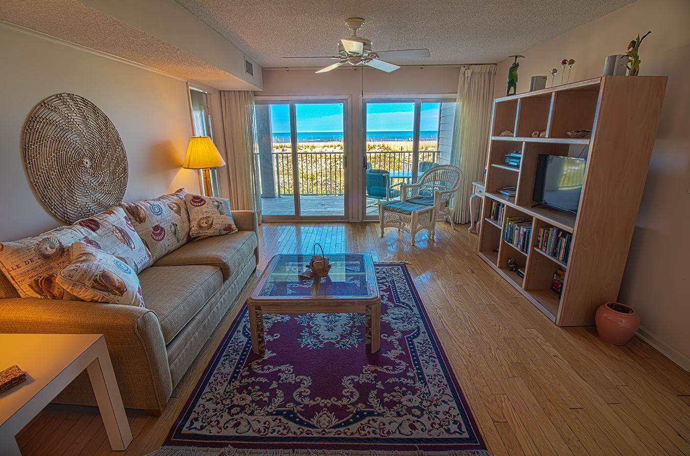 See ray shores 102 florida resort rentals for Living room 102